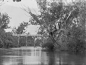 Murray River (Western Australia) - Pinjarra Bridge over the Murray River. ca 1900–1910
