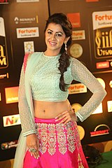 An Indian Actress Showing Her Navel In A Sari