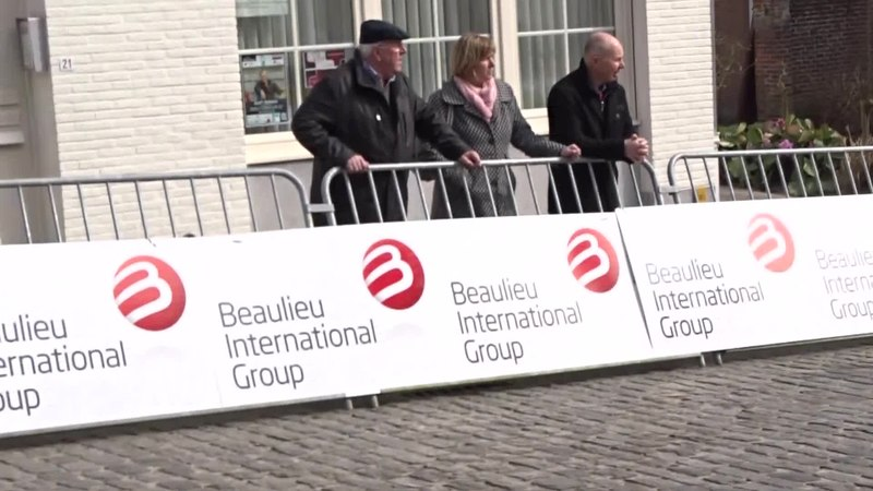 File:Nokere (Kruishoutem) - Nokere Koerse, 18 maart 2015, aankomst (A14A).ogv