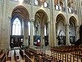 Noyon (60), cathédrale Notre-Dame, nef, 3e-6e grande arcade du nord, vue dans les chapelles du XIIIe siècle.jpg