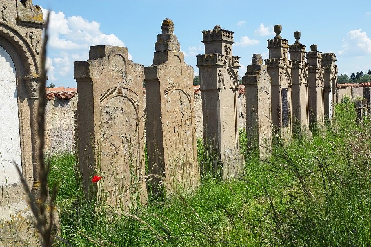 Oettingen (Bayern) Jüdischer Friedhof 3076.JPG