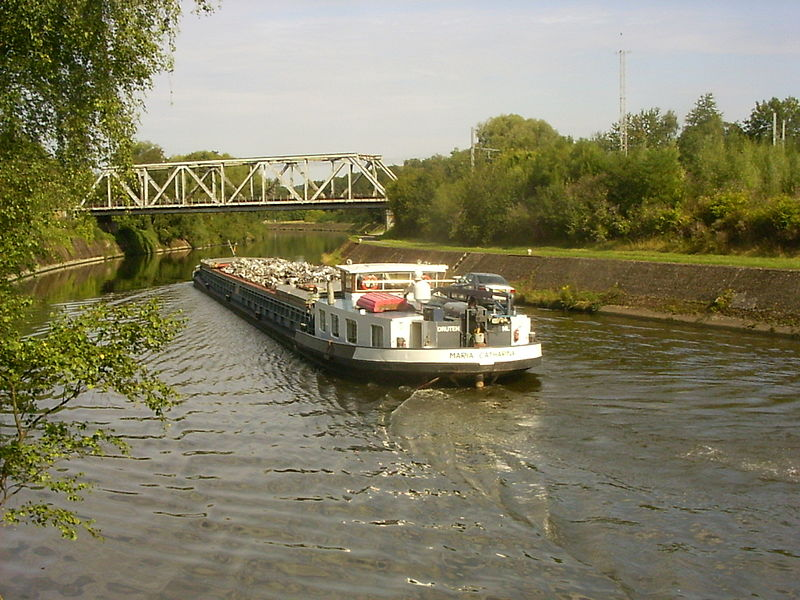 Oignies, spoorbrug over de Samber met schrootschip richting Charleroi