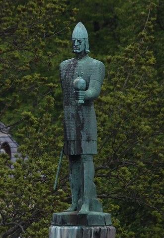 Olav Tryggvason (statue) - Image: Olav Tryggvason (statue) (cropped)