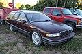 Oldsmobile Custom Cruiser (10232512573).jpg