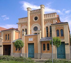 300px-Orthodox_Synagogue_Mak%C3%B3.JPG