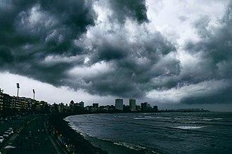 Marine Drive, Mumbai - Image: Overcast at Marine Drive
