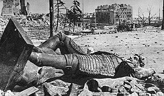 Sigismund's Column - Toppled statue, 1945