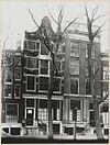 overzicht twee gevels grachtenhuizen met stoepen - amsterdam - 20319568 - rce