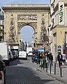 P1100954 Paris II rue et porte Saint-Denis rwk.JPG