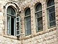 P1190860 - בית אליהו מזרחי - חלונות וקשתות.JPG