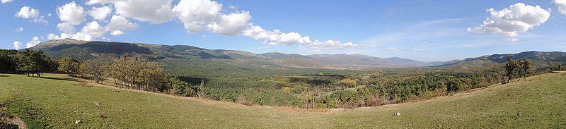 File:Panorámica del valle del Lozoya.jpg