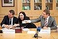 Paraksta Nodomu protokolu par 2012.gada Ķīnas uzņēmējdarbības foruma norisi Rīgā (7745293286).jpg