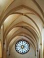 Particolare della navata della chiesa di Santa Corona.jpg
