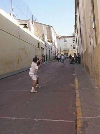 Galotxa - Galotxa match in a natural street