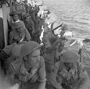 3rd Canadian Infantry Brigade - Image: Personnel of Le Royal 22e Régiment getting ready for disembarkation
