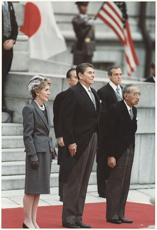 1988年_File:Photograph of The Reagans and Japanese Emperor Hirohito, Tokyo, Japan - NARA ...
