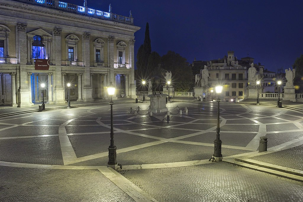 Piazza del Campidoglio at night.jpg