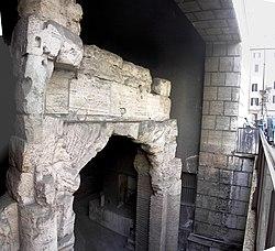 resti dello stadio di Domiziano sotto piazza Navona visibili da via Zanardelli