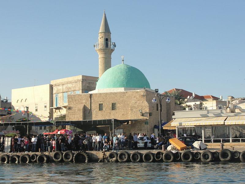 טיילת עכו והמסגד של עכו העתיקה