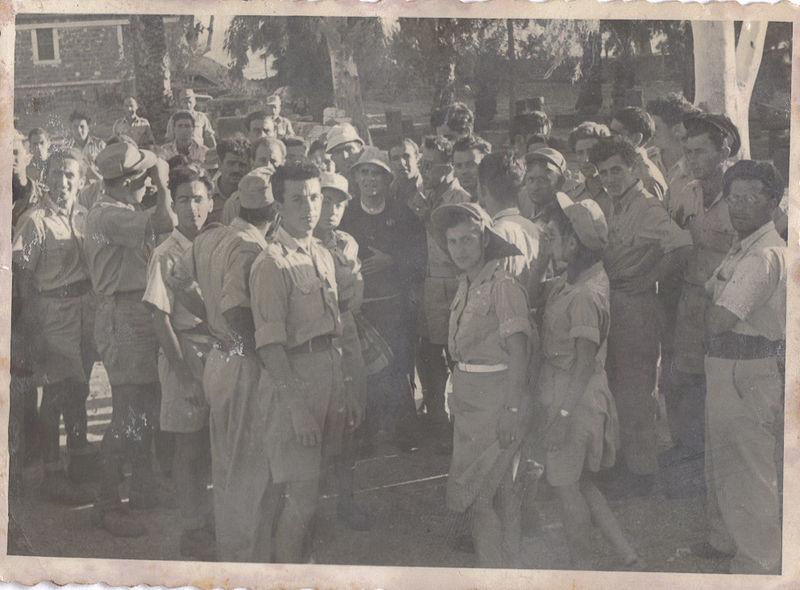 חיילי גולני בקיבוץ רמת רחל מאי 1949