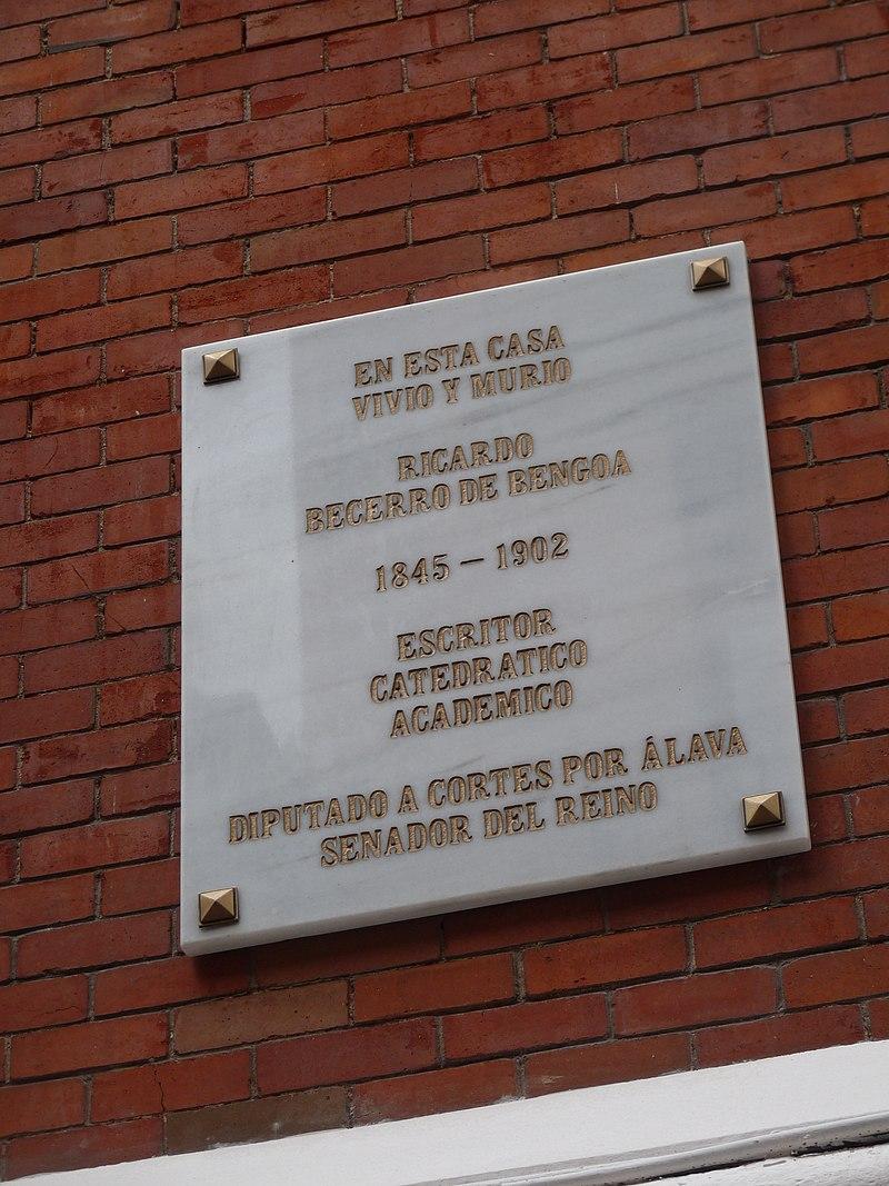Placa en homenaje a Ricardo Becerro de Bengoa, calle de las Huertas, Madrid.jpg