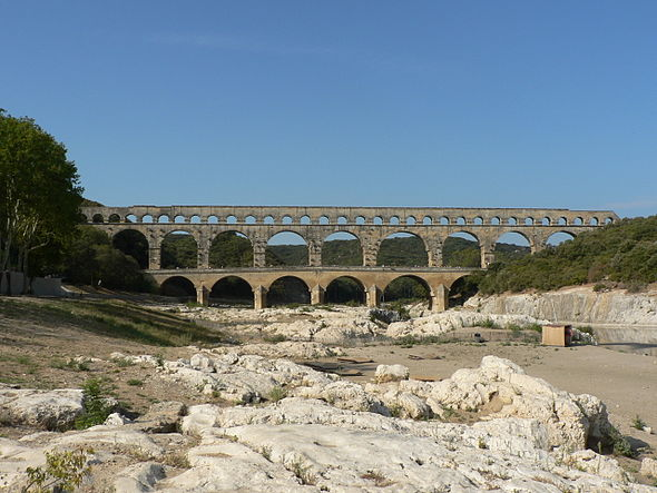 Pont du Gard v2 082005.jpg