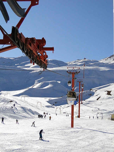 پرونده:Pooladkaf Ski Resort.jpg