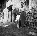 Potokar Polde s hčerko Metko, Velike Češnjice 1950.jpg