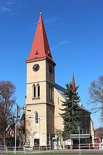 Průčelí kostela sv. Kateřiny, Milovice.jpg