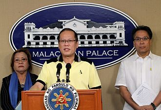 2013 Lahad Datu standoff - Philippine President Benigno Aquino III in Malacañang Palace on 26 February 2013 urging Jamalul Kiram III to withdraw his followers in Sabah. Also in the picture are Justice Secretary Leila de Lima (left) and Interior and Local Government Secretary Manuel Roxas II (right).