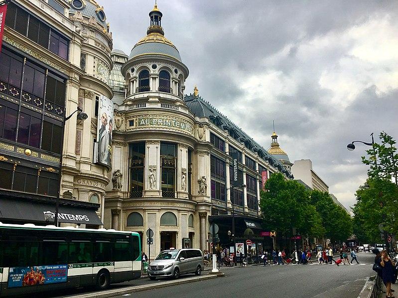 Comprar barato em Paris mês
