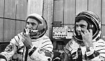 Prunariu and Popov Soyuz40d.jpg