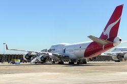 Qantas Boeing 747-4H6 'Longreach'