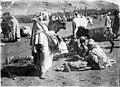 Région de la Haute Moulouya, le marché, groupe de femmes chleuhs, marchandes de laine - Azrou - Médiathèque de l'architecture et du patrimoine - AP62T128103.jpg