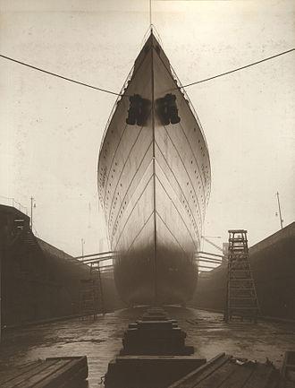 RMS Franconia (1910) - At dry dock, 1910