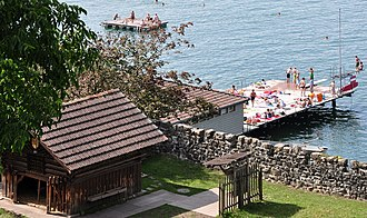 Lindenhof (Rapperswil) - Lido and historic stable of the Deer park