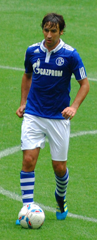 Raúl (footballer) - Raúl with Schalke in 2011