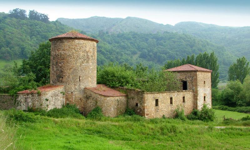 Torre de Muñíz y palacio Bernaldo de Quirós, en Olloniego (Oviedo)
