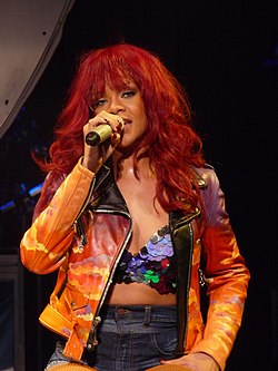 Rihanna podczas The Loud Tour w 2011