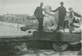 Riia Peeter I ratsamonumendi büsti laadimine veoautole.jpg