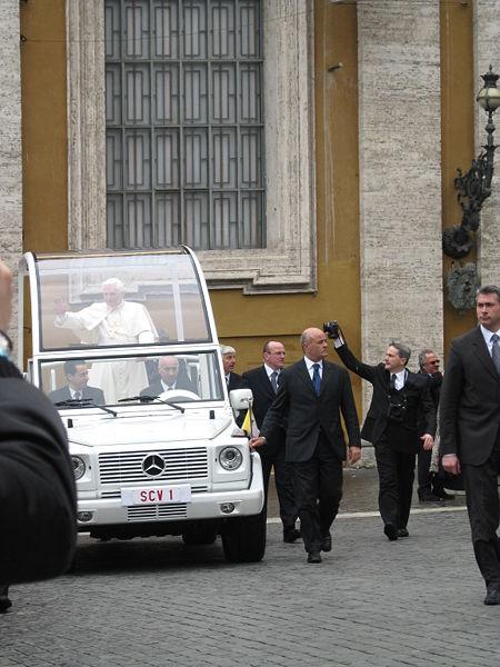 Inilah Mobil Anti Peluru Yang Khusus Di Buat Untuk Paus Benedict Xvi [ www.BlogApaAja.com ]