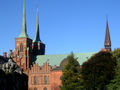 Roskilde domkirke från Rådhustorvet corr.jpg