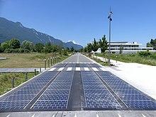 Flop high-tech au ras du bitume... 220px-Route_solaire_%C3%A0_Savoie_Technolac_%28juin_2018%29