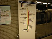 Foutief geplaatst routebord op metrostation Coolhaven