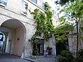 Rue du Temple 62 passage Ste-Avoye Hôtel de Mesmes.jpg