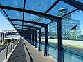 Ruzyně, letiště, terminál 2 a řídicí věž, z mostu.jpg