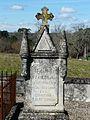 Saint-Étienne-de-Puycorbier cimetière pierre tombale.JPG