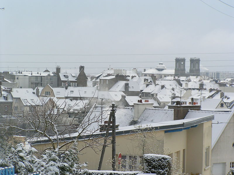 http://upload.wikimedia.org/wikipedia/commons/thumb/f/f5/Saint-Brieuc_sous_la_neige.jpg/800px-Saint-Brieuc_sous_la_neige.jpg