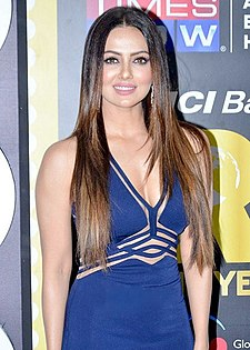 Sana Khan graces NRI Of The Year Awards.jpg