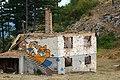 Sarajevo Trebevic Ruine mit Graffiti.JPG